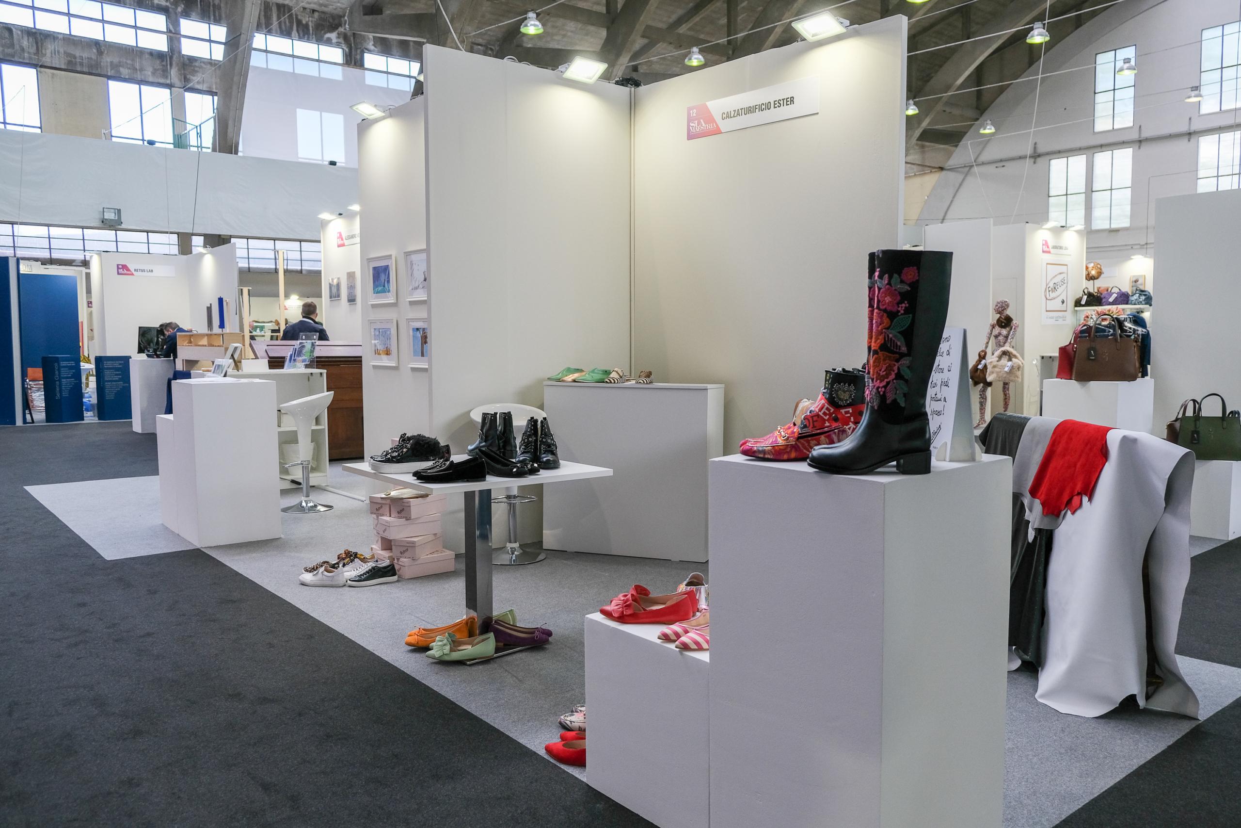 stand scarpe